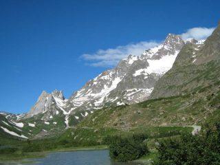 Vista sulle Pyramid Calcaires e sull'Aig.de Glaciers dal Combal
