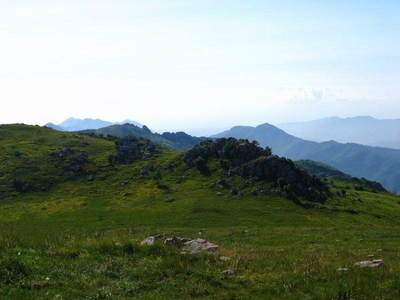 in lontananza la piana d'Albenga ed il mare