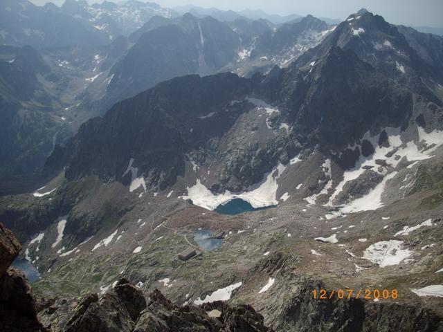 dalla cima verso i laghi di Valscura