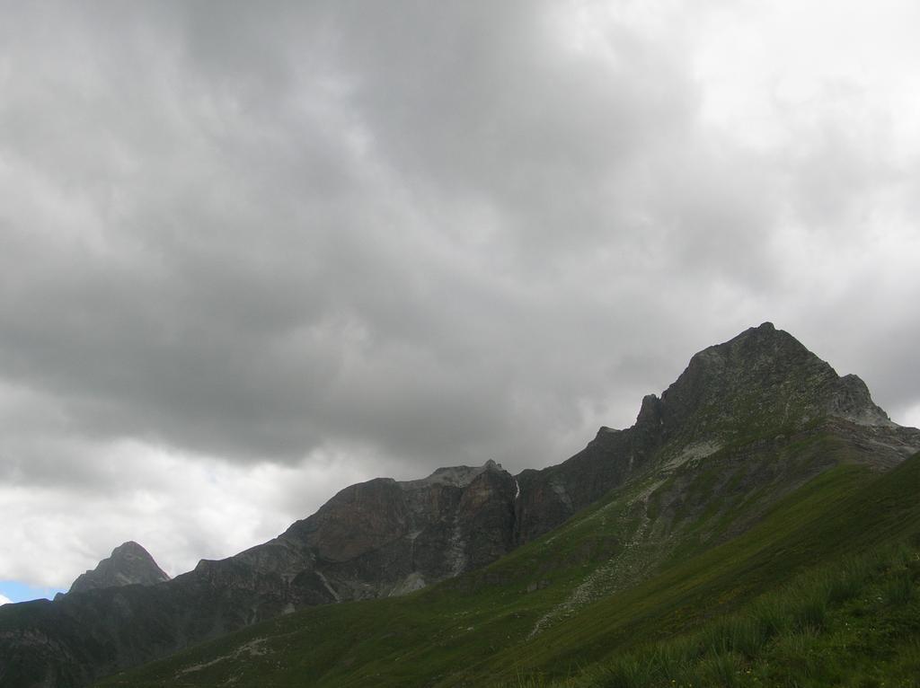 Il Pelvo e il monte Chersogno sulla sinistra