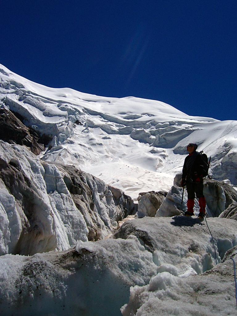 I crepacci e i seracchi nella parte bassa del ghiacciaio