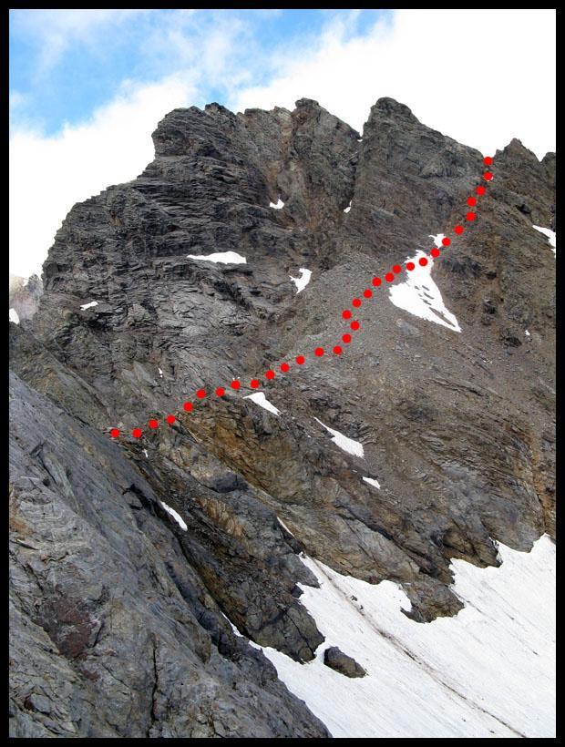 Il versante Nord-Orientale e la via di salita verso l'intaglio della cresta Nord.