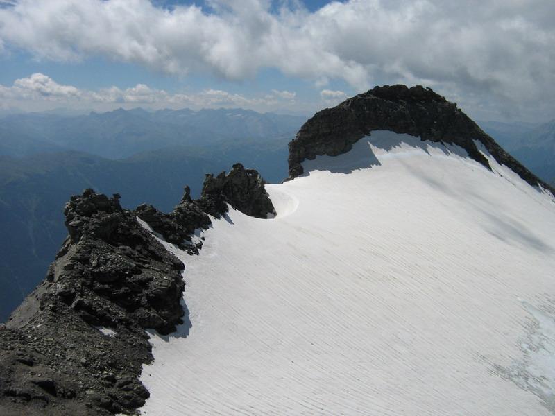 Il Niblé con il ghiacciaio dalla Ferrand