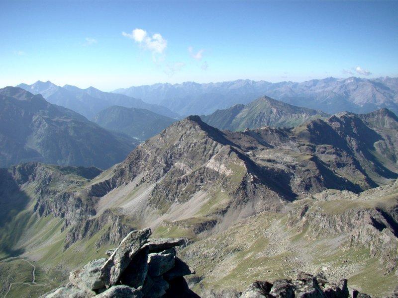 La Val d'Ayas con la Becca di Nana in primo piano