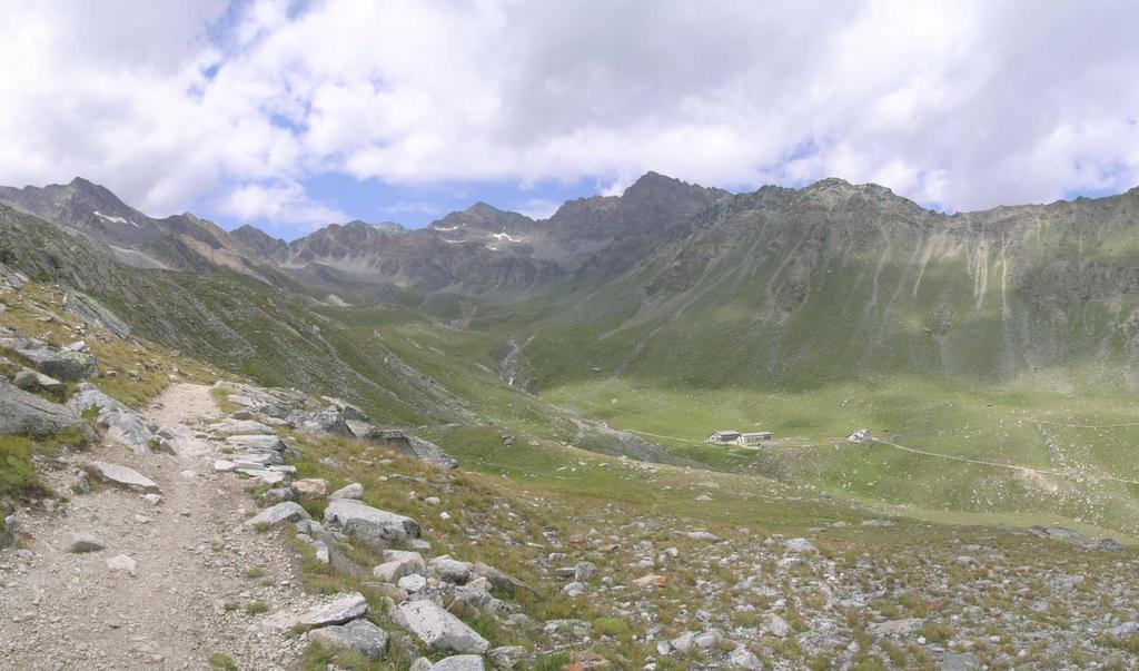 conca del Lauson con il rifugio Vittorio Sella