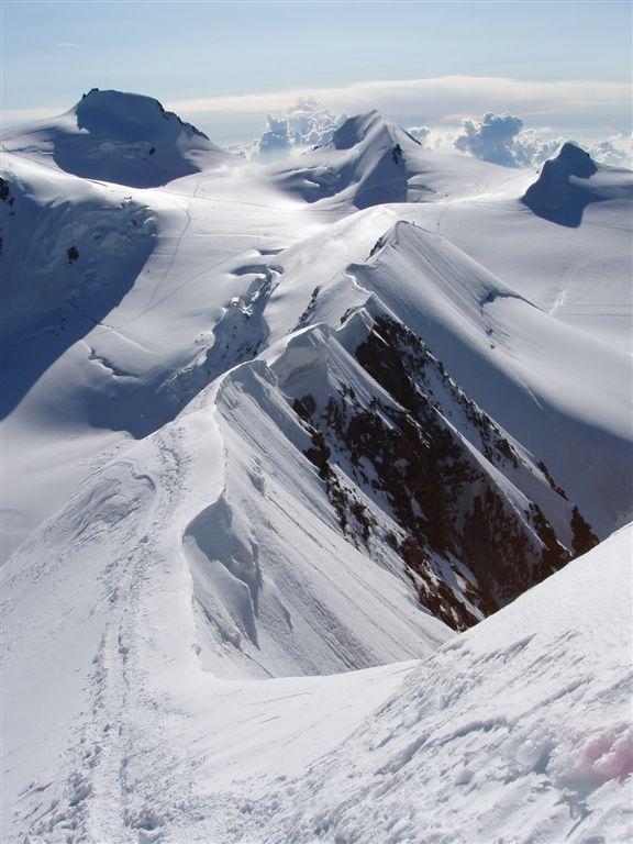 la traccia di salita dal passo del lys alla cime del lyskamm orientale