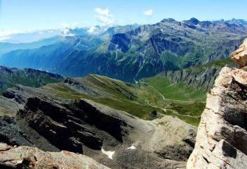 Panorama sul versante italiano del Colle dell'Agnello