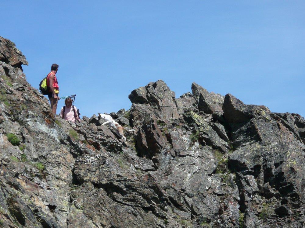 Alcuni escursionisti in cresta.
