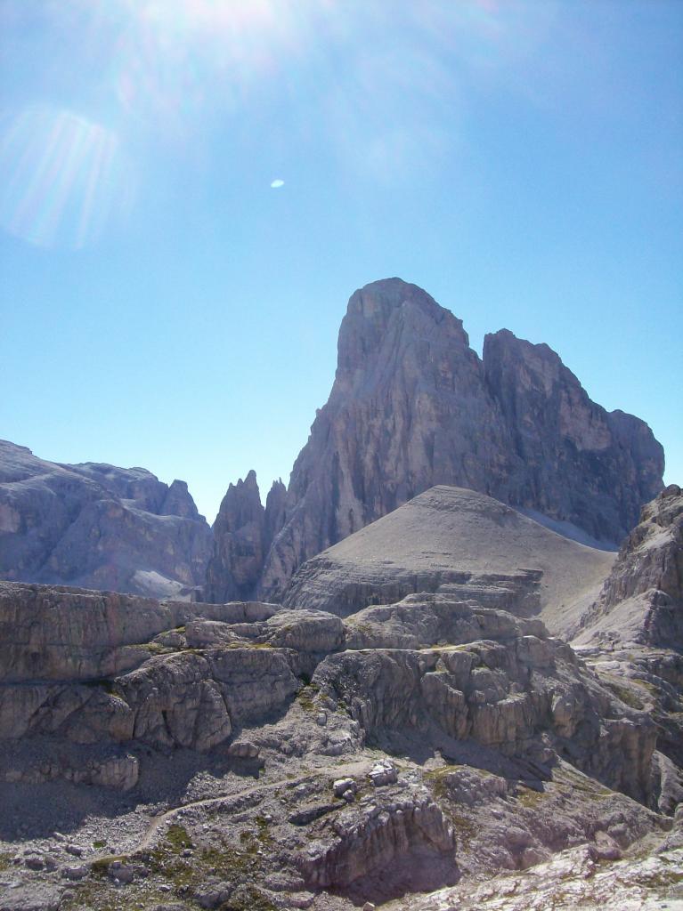 Croda dei Toni e in basso a destra Torre Oberba