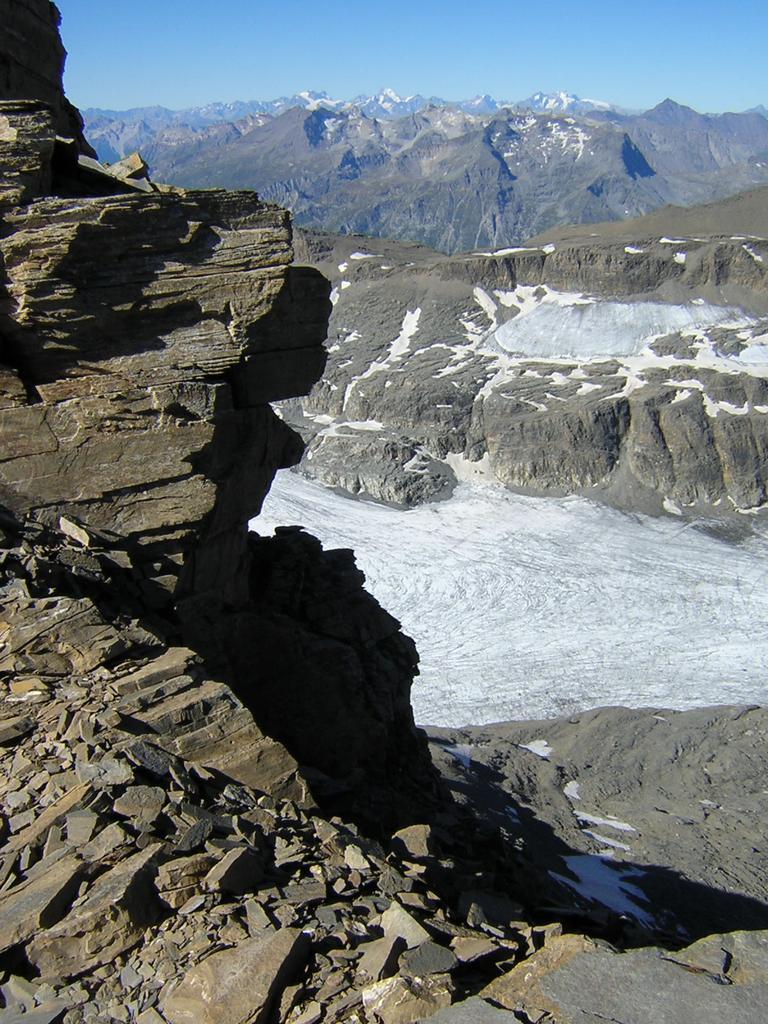 dalla breccia di accesso alla vetta il ghiacciaio