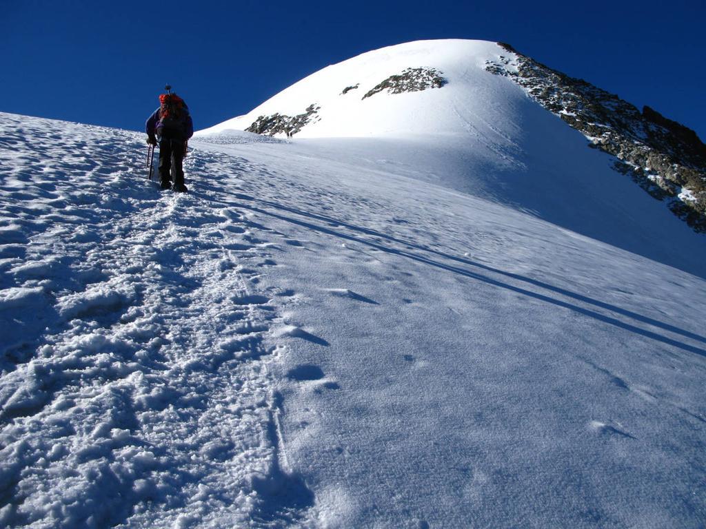 salendo lungo la cresta Nord al Morteratsch