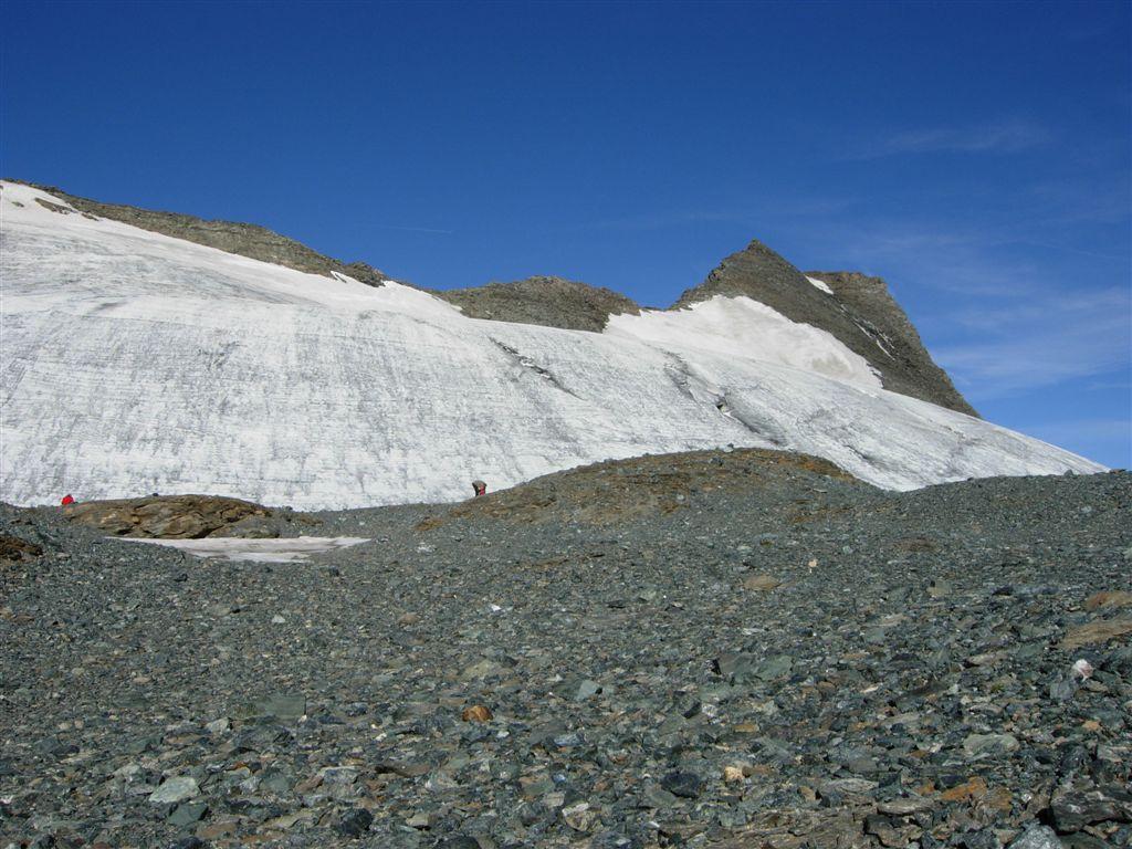 Il ghiacciaio verso la sella dell'Albaron e la cima in fondo a destra