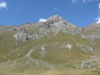 Il versante sud del M. Delà, dove scorre il tracciato del sentiero di salita