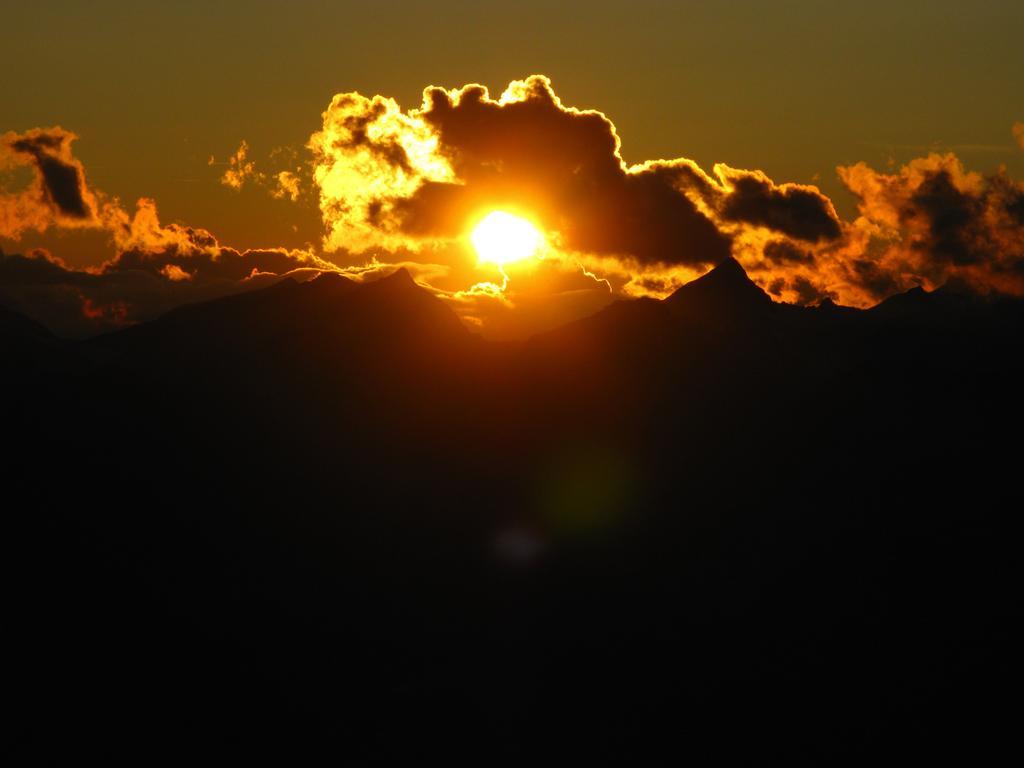 un bellissimo tramonto visto dalla Georgy Hutte