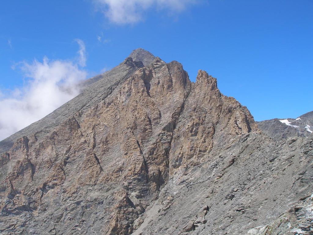 la cresta nella zona rocce rosse