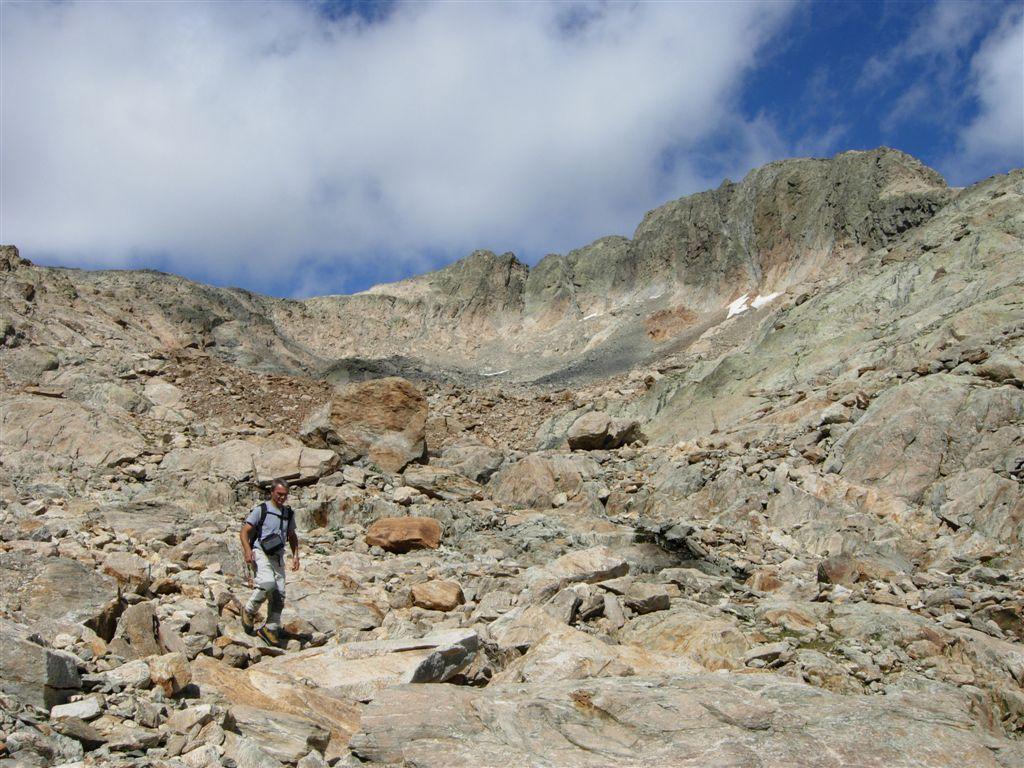 La testata del vallone de Baissette con il circo glaciale sotto la Ghigliè e la Testa della Rovina