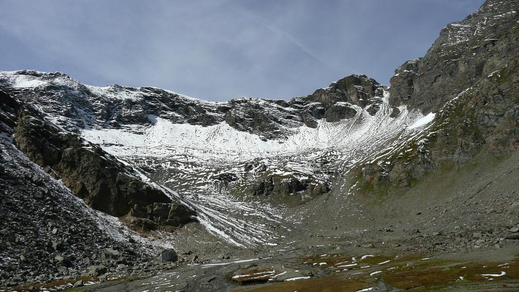 Al centro il Colle della Losa , a dx il passo Galisia