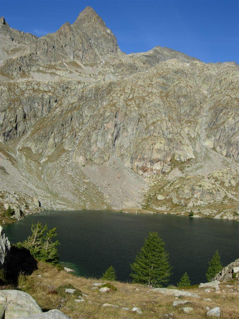 Lac Vert, Monte Lusiere e a destra più lontano Cima Viglino