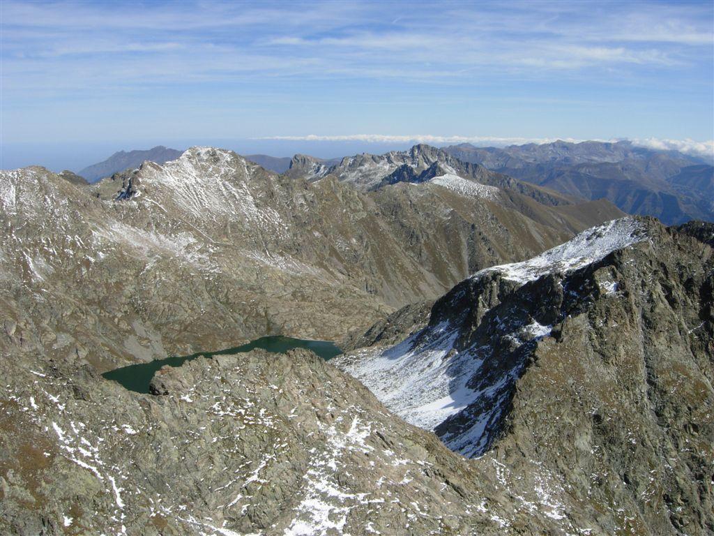 Lac de l'Agnel, cima di Vernasca, Charnassere ovest, Frisson, Rocca dell'Abisso, le liguri in fondo...