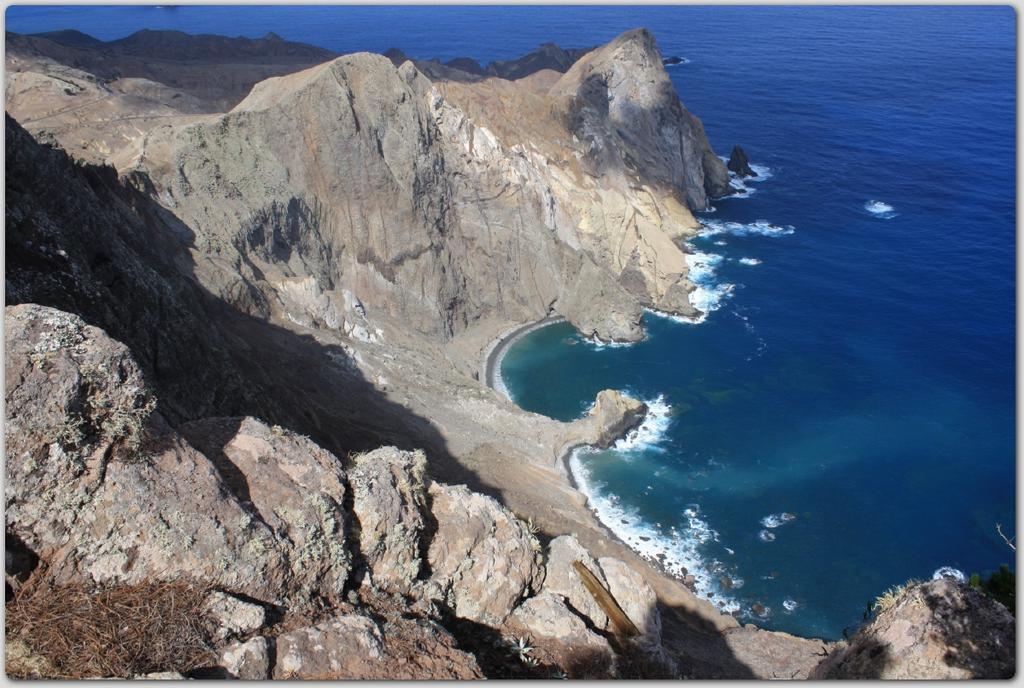In cima al Pico Branco-vista sulle scogliere