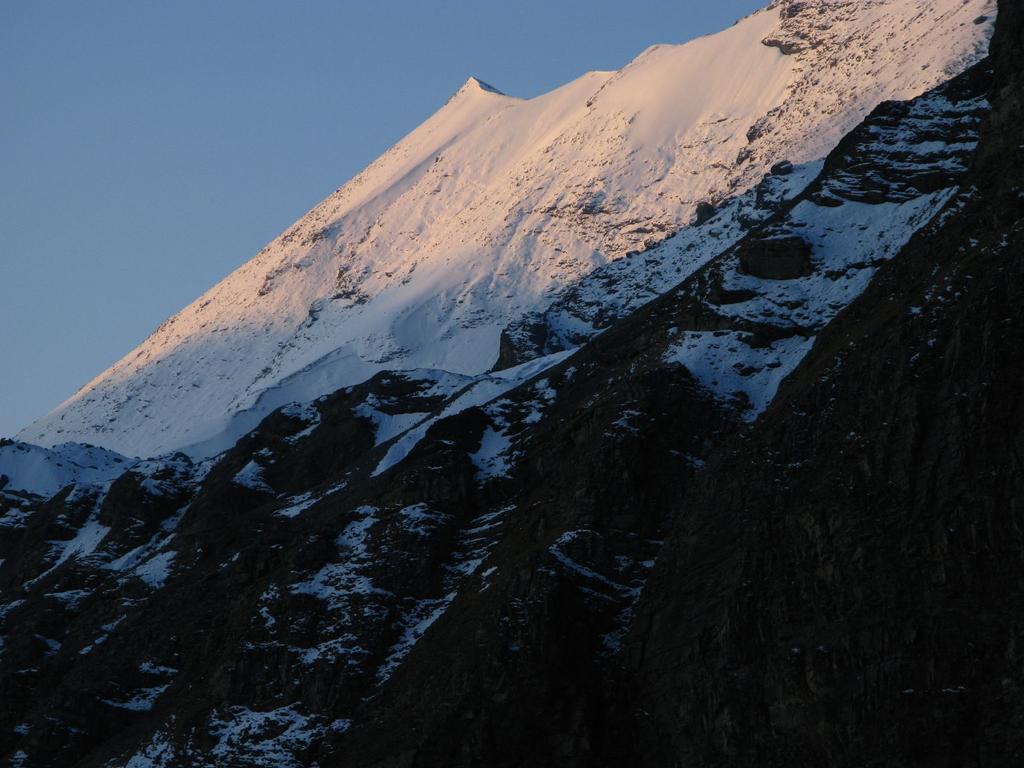 le prime luci dell'alba sulla Petite Sassière m. 3672 (21-9-2008)