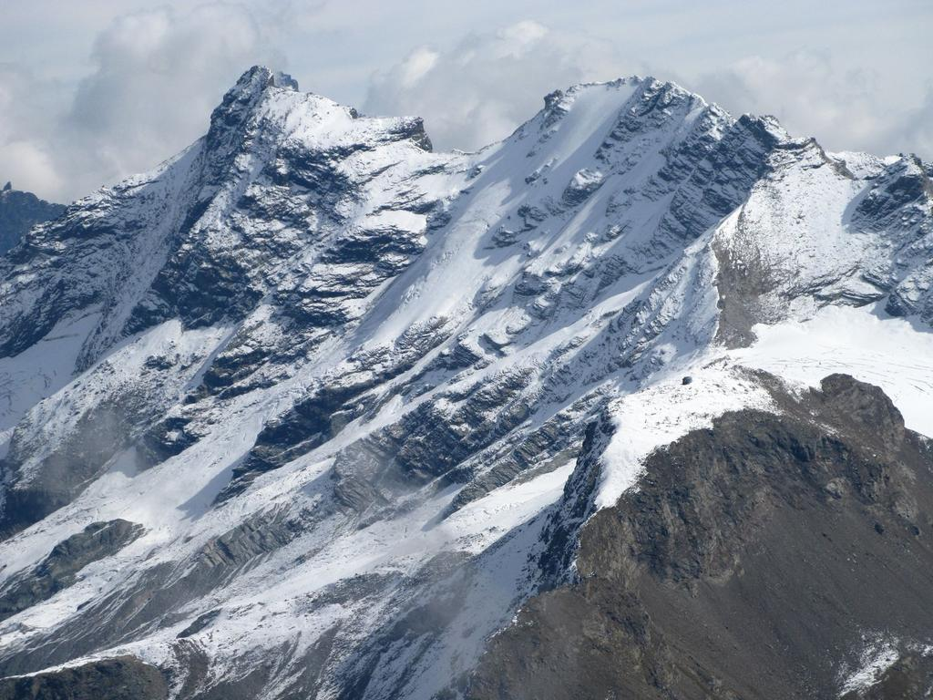 Panorami osservati dalla cima : Grande Rousse Nord m. 3607 (a sinistra) e Grande Rousse Sud m. 3516 (a destra) (21-9-2008)