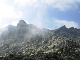 Rocca della Bastera a sinistra, Cima del Lago dell'Oro a destra