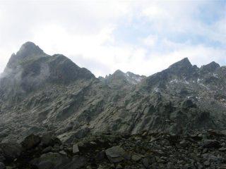 Rocca della Bastera a sinistra e Cima del Lago dell'Oro a destra