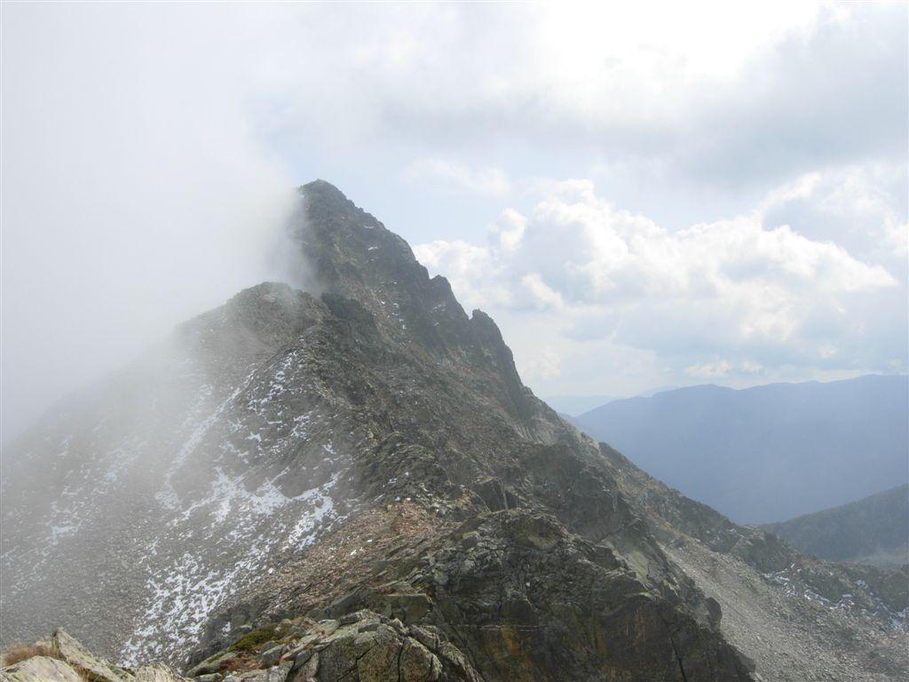 La Rocca dell'Abisso litiga con le nuvole