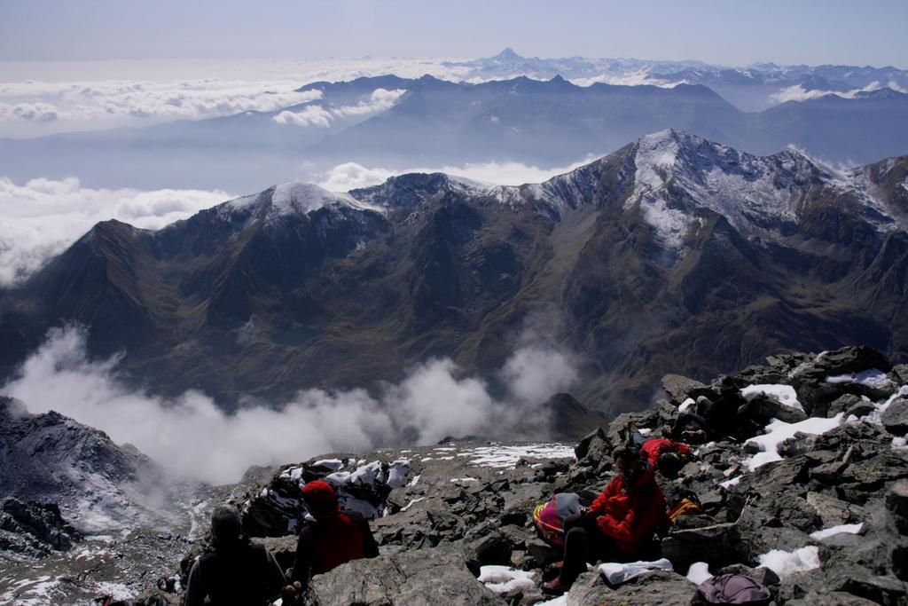 panorami osservati dalla cima : le Alpi Cozie e l'immancabile Monviso !