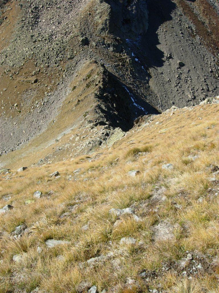 Il crinale di salita e il passo di Laroussa visti dall'alto
