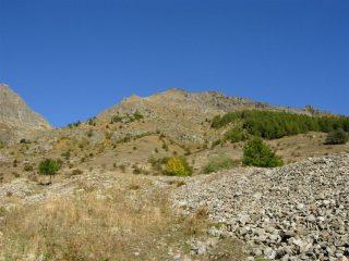 Il monte Saletta col primo tratto di percorso da San Bernolfo