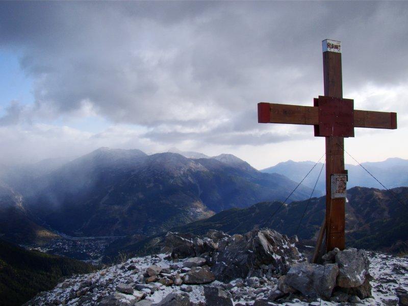 La croce di vetta verso Bardonecchia