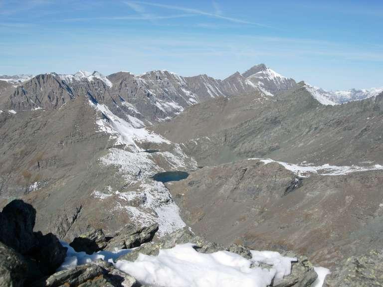 I laghi d'Autaret e, sulla dx, lo Charbonnel