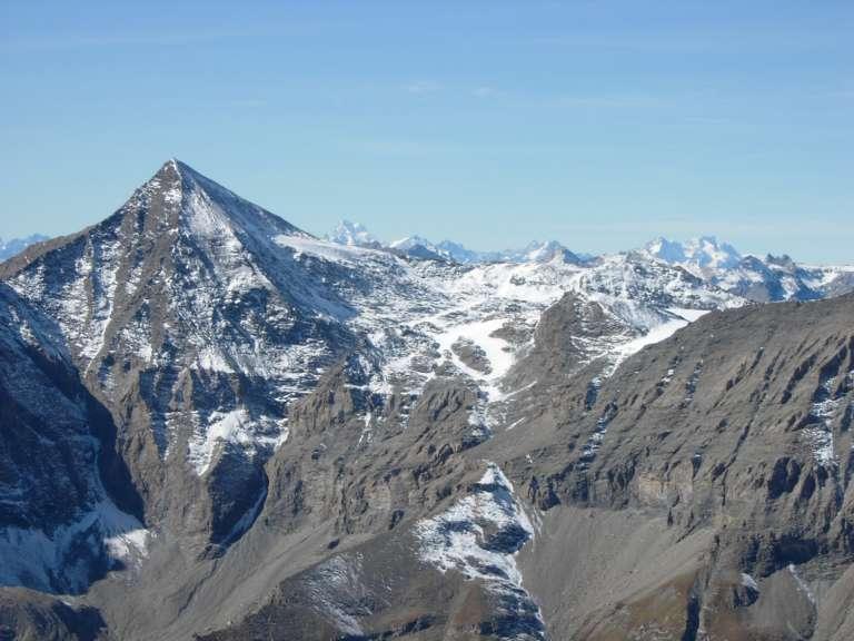 Il Rocciamelone e, sullo sfondo, la Barre des Ecrins