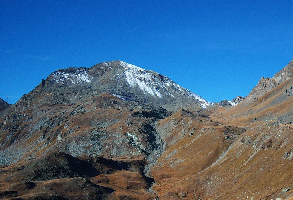 Il Tour Ponton, a sinistra la Finestra di Champorcher e a destra il Col di Pontonnet