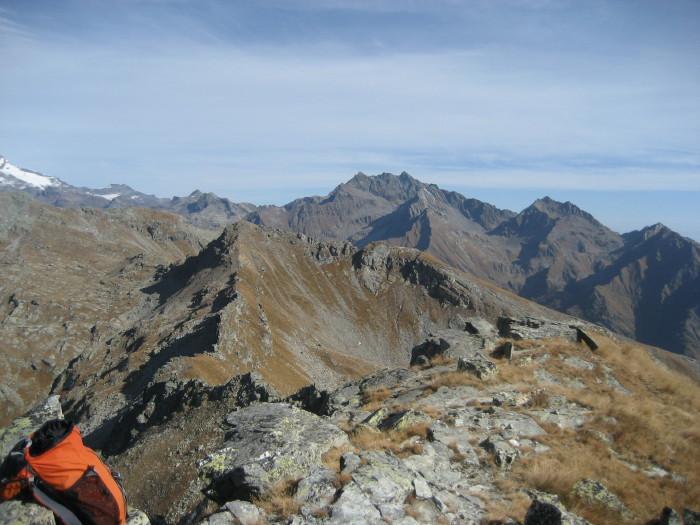 La punta Valnera -al centro della foto- ripresa dalla cima del Bieteron