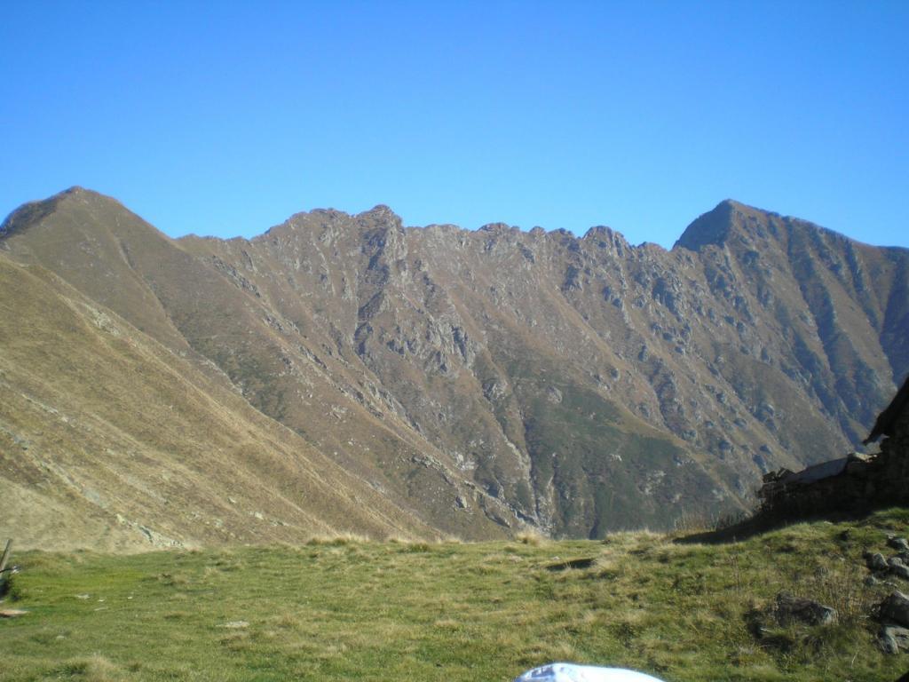 Capezzone (Cima ) da Quarna Sopra, traversata all'Alpe Quaggione (2 gg) 2008-10-25