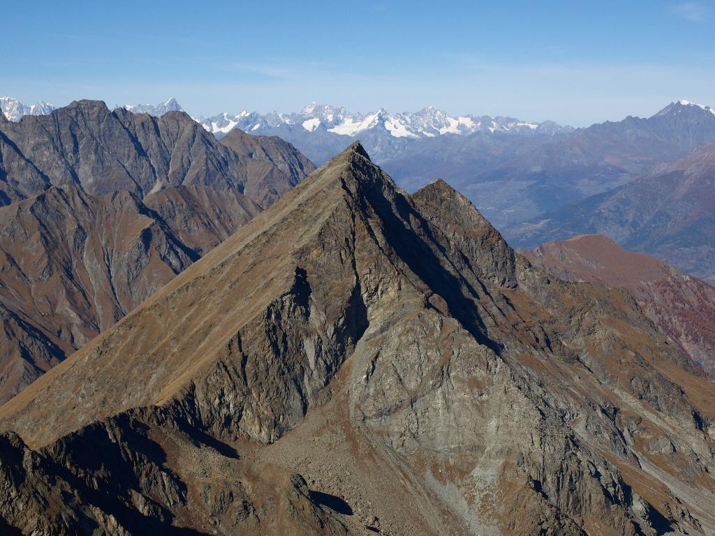 Il vicino Monte Avic