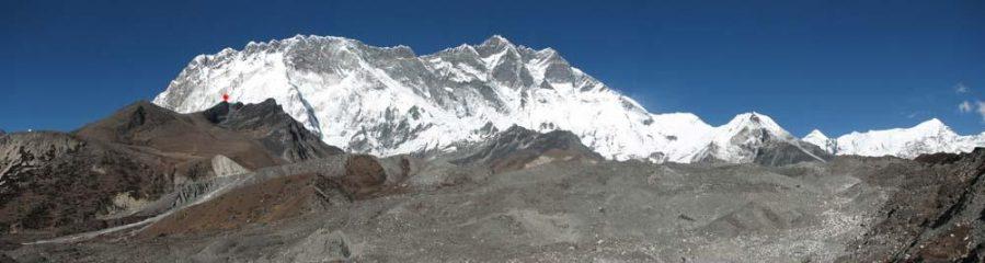 La partete sud del Lhotse, il puntino rosso è il Chukhung Ri.