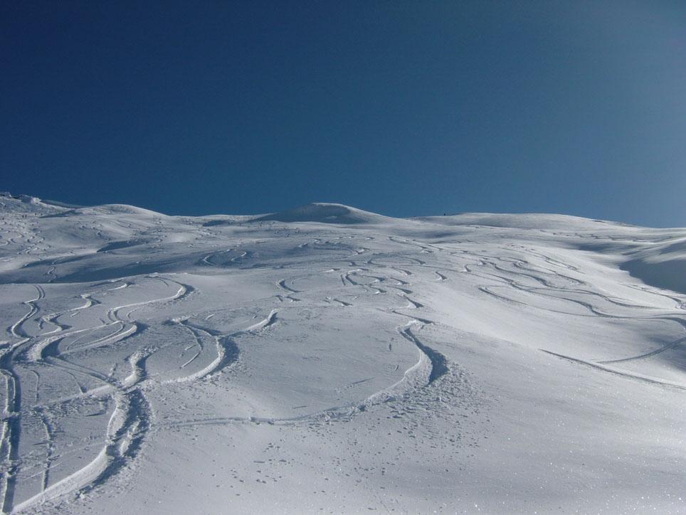 ancora ampi spazi di neve vergine.