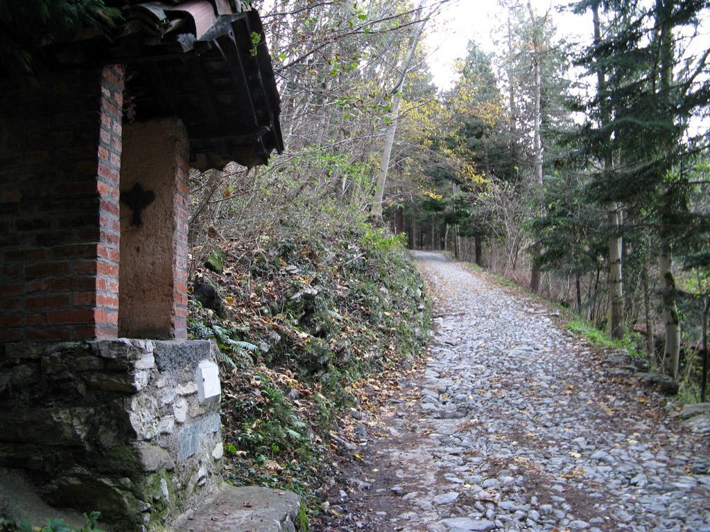 La cappella di San Girolamo, salendo alla Terz'Alpe.
