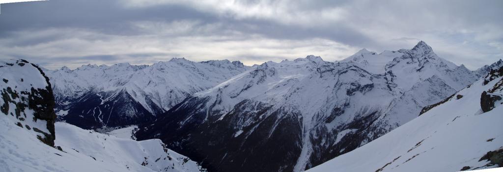 panoramica con i gruppi Patri', granparadiso e grivola