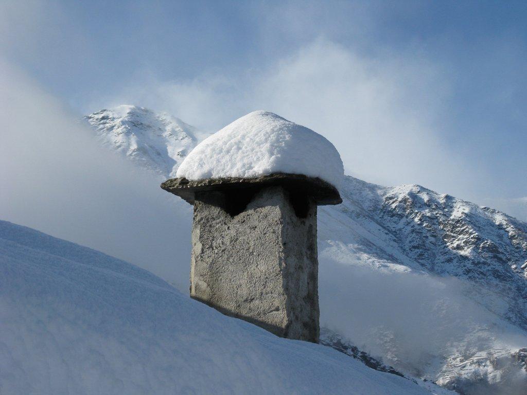 ...dal camino del Barfe' sullo sfondo il Monte Ventacul...