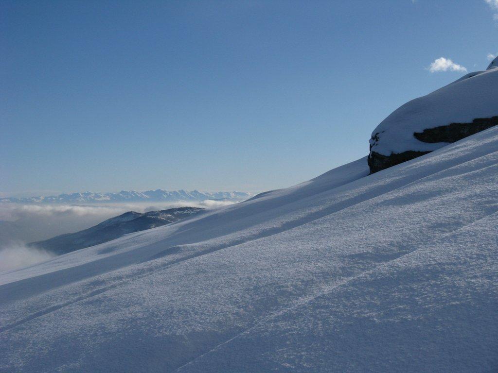 ...Neve e Marittime sullo sfondo...