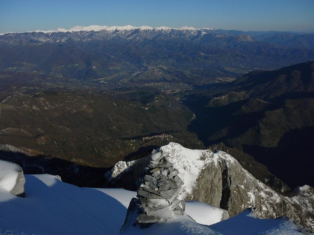Panorama sulla Garfagnana, dalla vetta