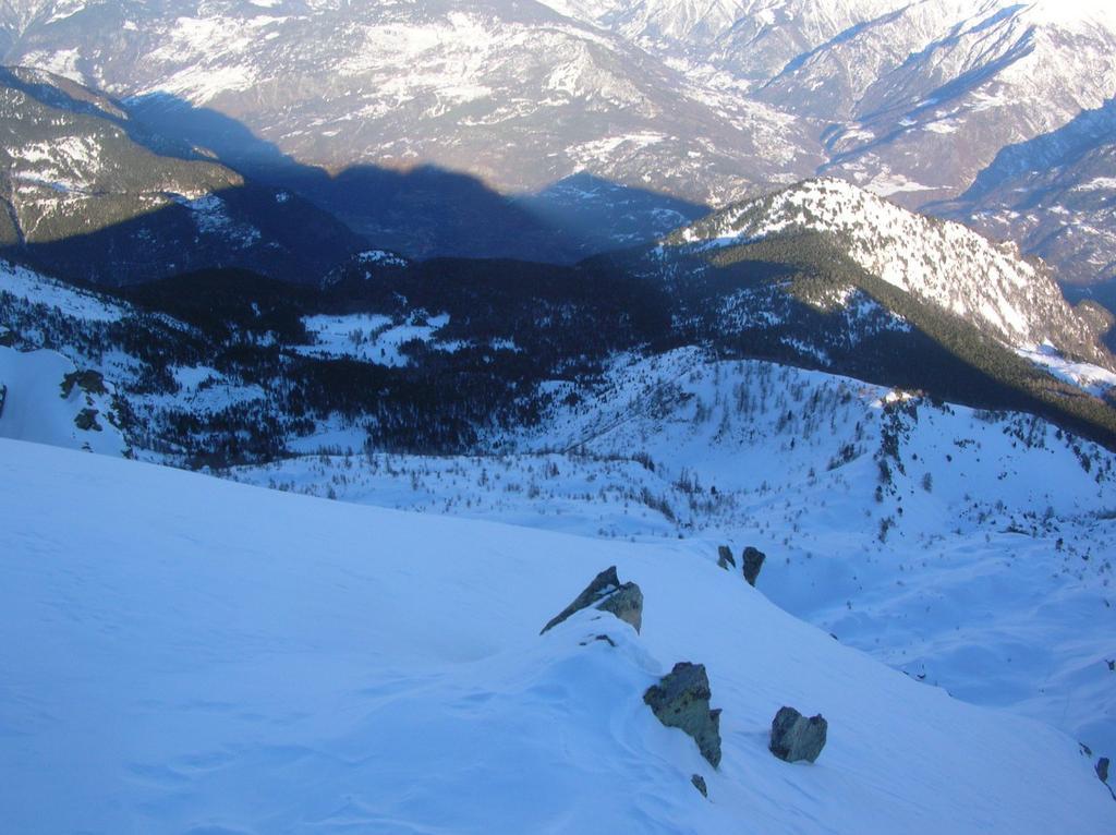 Il v.ne dell'Alpe e del lago di Pana dalla Cima Piana. A dx la dorsale Chalamy-Boccoueil con il Bec Gavin (2001m).