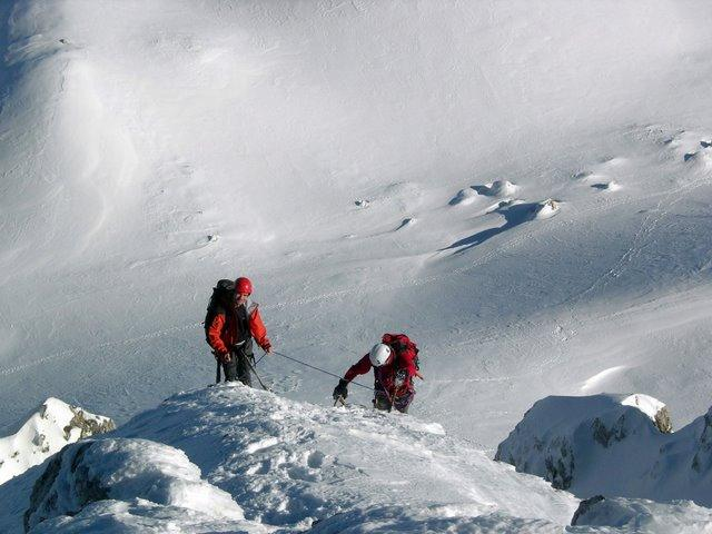 Luca e Fede in sosta sulla cresta dello Sperone