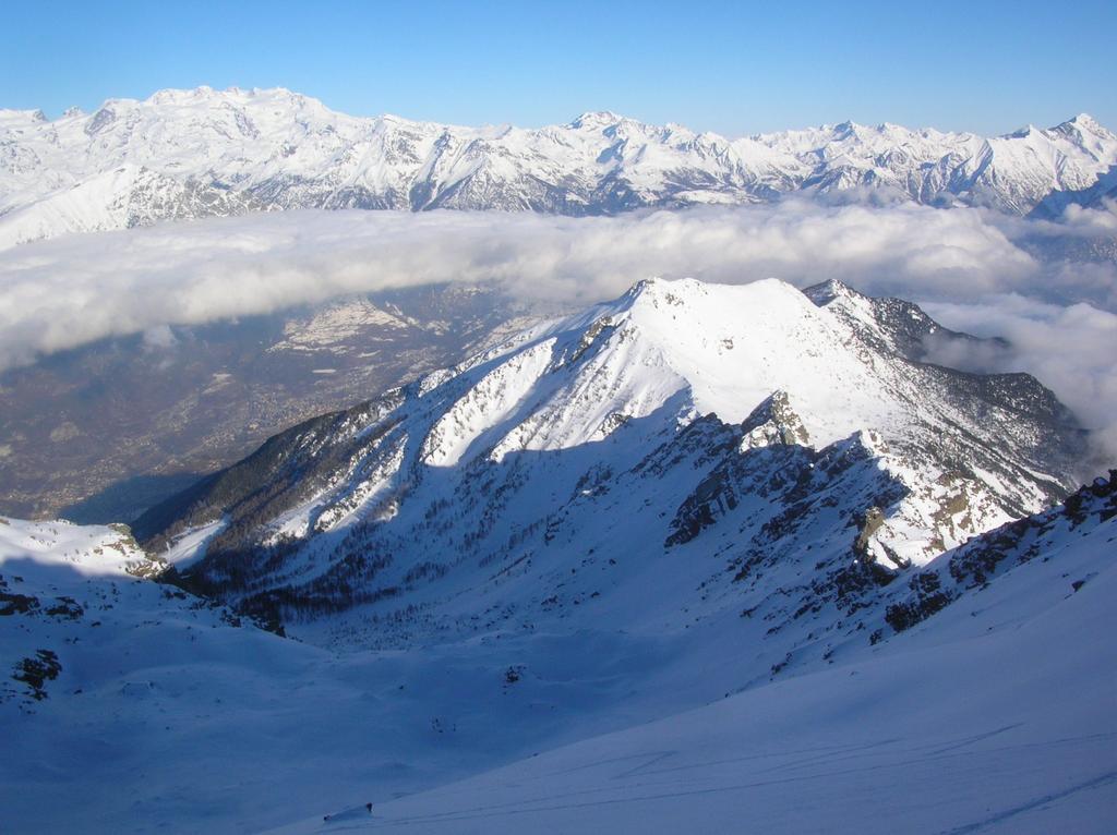 Il Barbeston (2482m) dall' ultimo pendio sottostante la cima del Mont Ruvi.