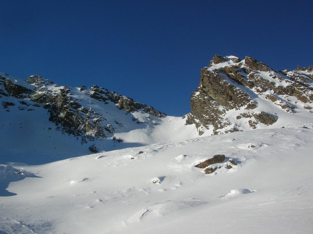 Col Giron (2580m) dall' alto vallone di Molinaz